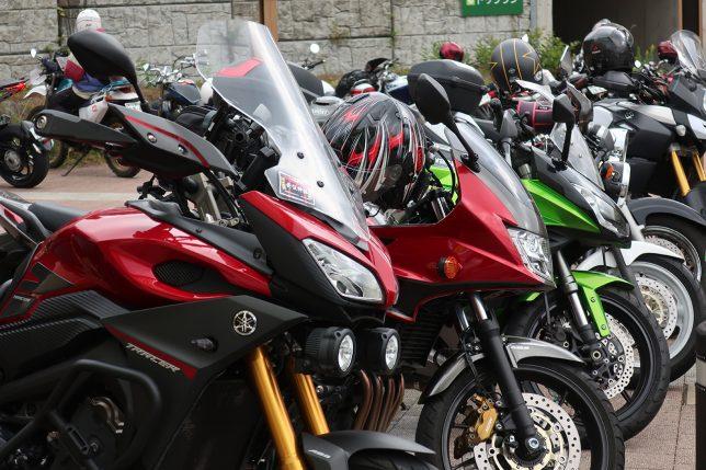 整列したバイク