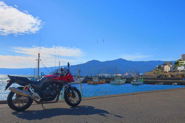 福浦漁港に停車したバイク